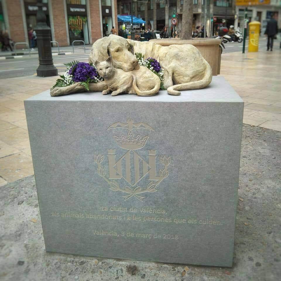Памятник бездомным животным в Валенсии