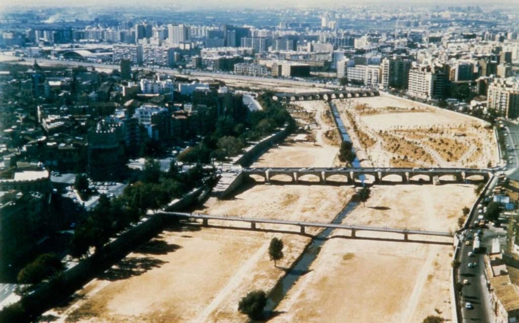 Почему на месте реки Турия в Валенсии – городской парк?